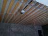 Оштукатуривание стен, утепление, пароизоляция и обрешетка потолка.