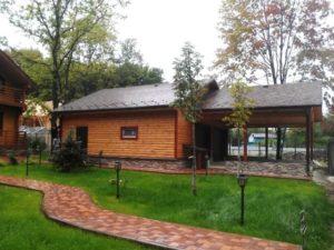 Построенный каркасный гараж с навесом