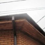 подшивка свесов крыши гаража