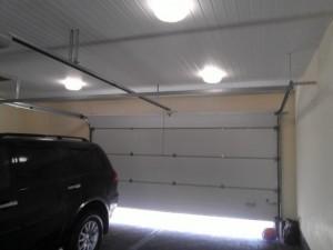 Штукатурка для стен гаража (внутренняя отделка), пластиковая вагонка на потолке