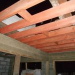 перекрытие в гараже с мансардой - монолитная и деревянные балки