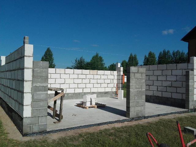 Стены гаража из блоков (бетонных и газобетонных)